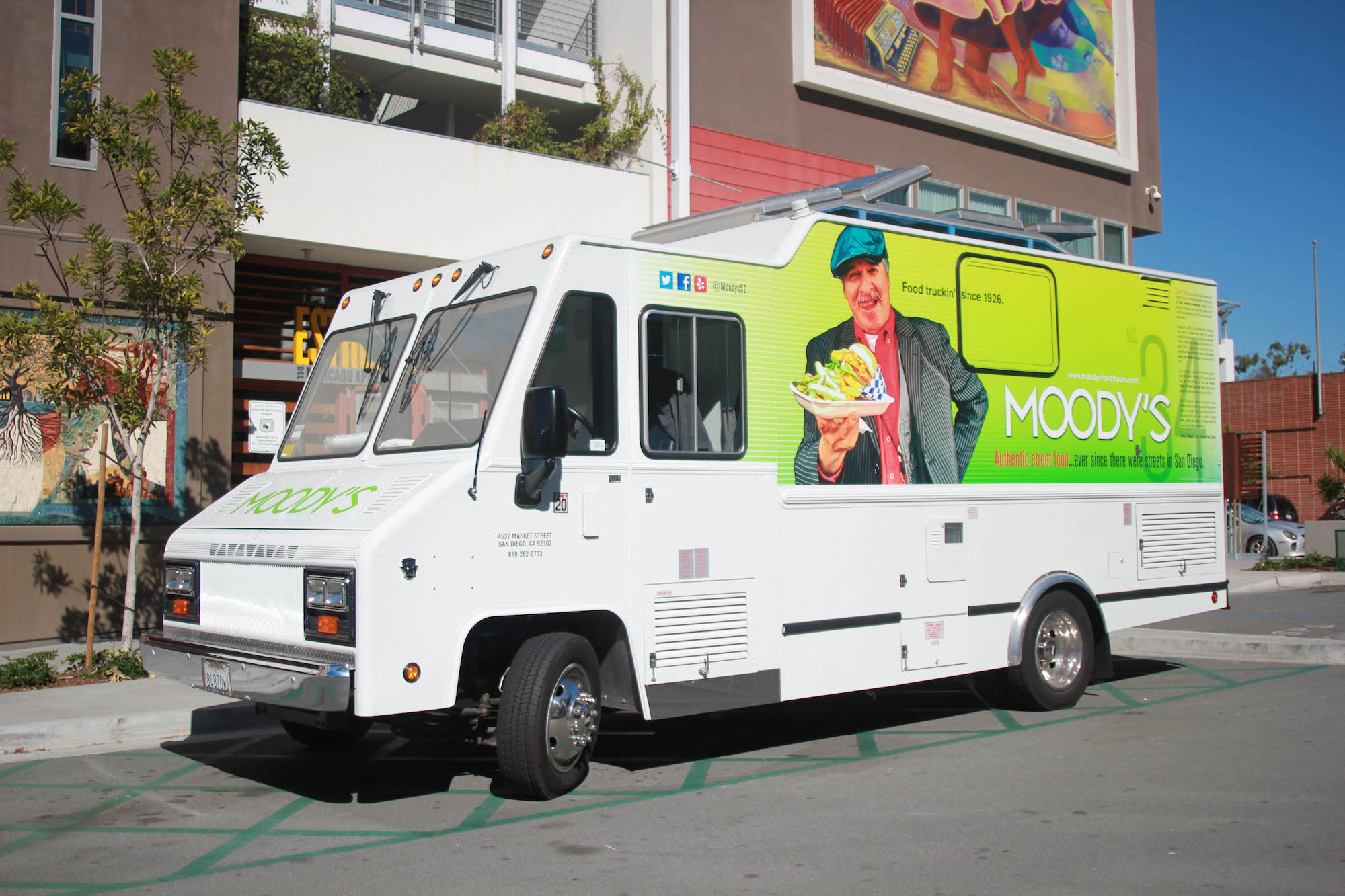 moodys-food-truck-1